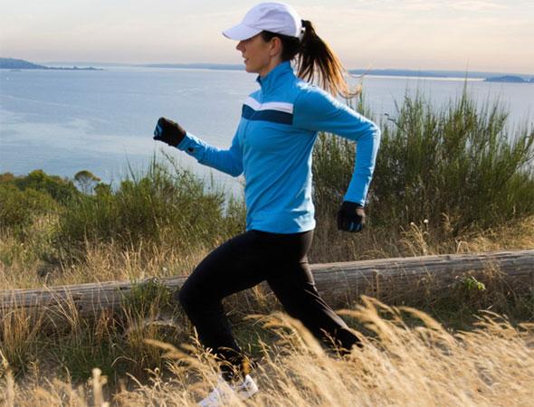 Femme sur son jogging matinal